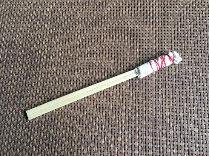 割り箸にコットンを巻きつけた中川棒