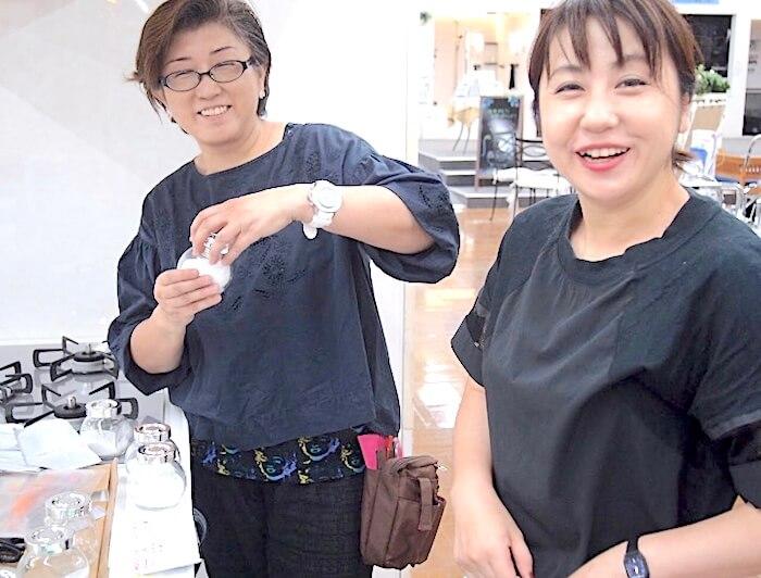 おうちデトックススタッフ、笑顔の髙森と藤井