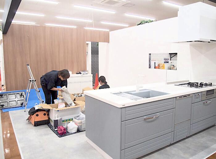 ジョイフル本田STEDIA店頭ディスプレイ制作風景